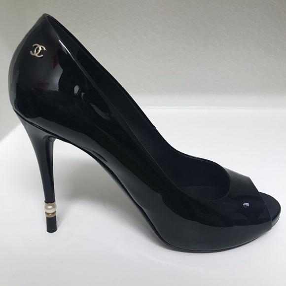 c8350099280a NEW CHANEL black patent pumps